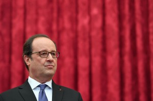 Francois Hollande Receives Thomas Bach At Elysee  - Paris